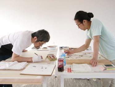 古川日出男と近藤恵介の制作風景