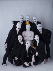 あうるすぽっと+大駱駝艦プロデュース『はだかの王様』メインビジュアル(撮影:園田昭彦)