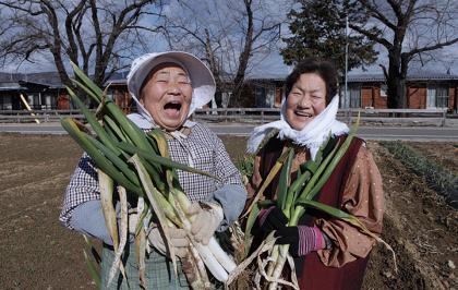『飯舘村の母ちゃんたち 土とともに』(監督:古居みずえ)