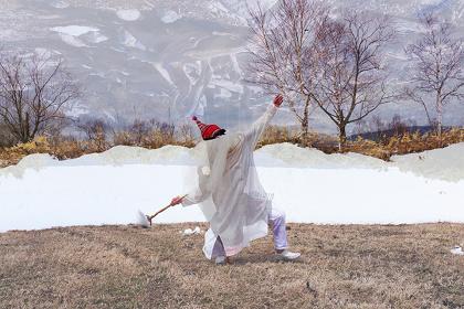 青木真莉子『シロクロ』2016年 ©Marico Aoki