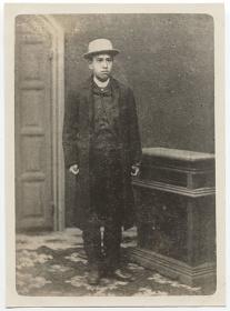 南方熊楠(明治19年、渡米前の記念肖像写真)(南方熊楠顕彰館蔵)