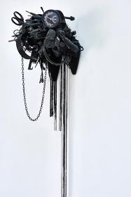 荒木由香里『Black』2013, H75×W30×D25cm, Mixed media