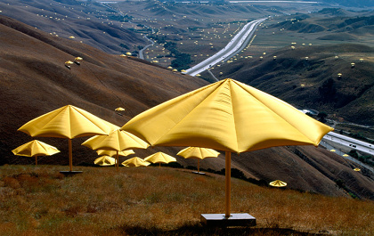 『アンブレラ 日本=アメリカ合衆国 1984-91』1991年 ©Christo, 1991 photo: Wolfgang Volz