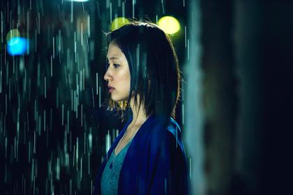 『雨にゆれる女』 ©「雨にゆれる女」members