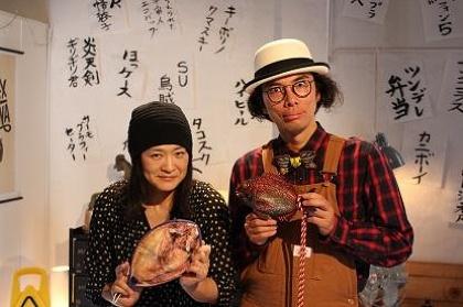 左から乙幡啓子、片桐仁