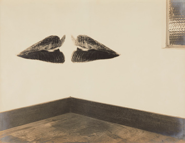 Kansuke Yamamoto『Giving Birth to a Joke』 1956 Gelatin silver print 42.6 x 55.7 cm ©Toshio Yamamoto, the Estate of Kansuke Yamamoto / Courtesy of Taka Ishii Gallery Photography / Film