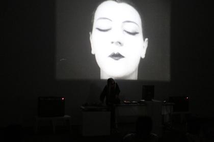 TTM:IGNITION_BOX 2016 『Moving Image as Live Performance / ライヴ・パフォーマンスとしての映像』より 灰野敬二+アヴァンギャルド映画クラシックス(2016年2月20日)©東京都庭園美術館