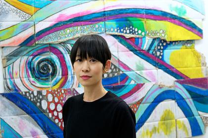 西加奈子『i(アイ)#1』ボール紙にクレヨン 1000×1600mm approx. 2016年制作 ©the artist courtesy of AI KOWADA GALLERY 写真:若木信吾