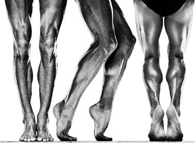 ハワード・シャッツ『Inronman Champion Chrissie Wellington Human Body Study 1213』 Photograph by Howard Schatz from Schatz Images: 25 Years(Glitterati, Inc. 2015)
