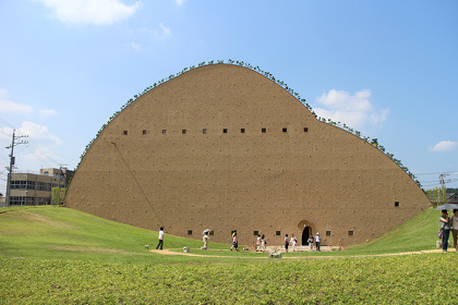 『多治見市モザイクタイルミュージアム』 ©増田彰久
