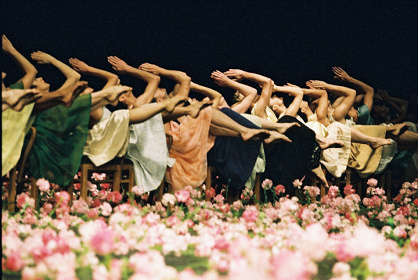 ピナ・バウシュ ヴッパタール舞踊団『カーネーション―NELKEN』イメージビジュアル ©Ursula Kaufmann