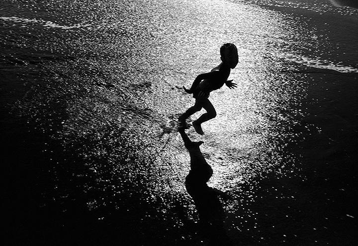 鷲尾和彦『To The Sea』シリーズより ©Kazuhiko WASHIO