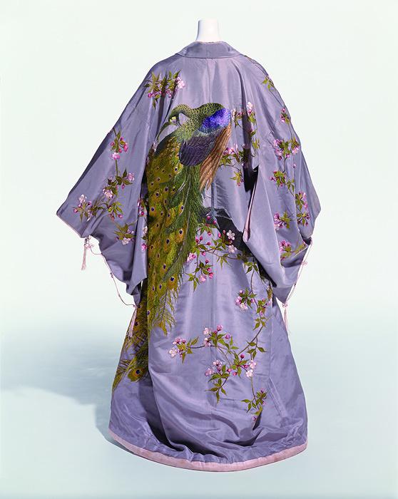 着物 飯田高島屋「室内着」1905(明39)年頃 操上和美撮影