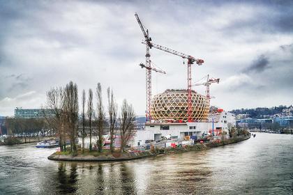 『ラ・セーヌ・ミュジカル』 2017年 フランス・パリ近郊 設計:Shigeru Ban Architects Europe ©Nicolas Grosmond