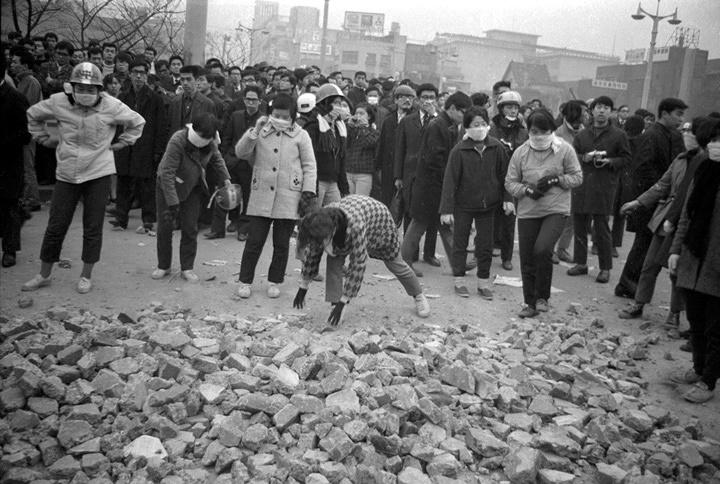 沖縄デーか 神田駿河台か 1969年4月28日か 写真:羽永光利