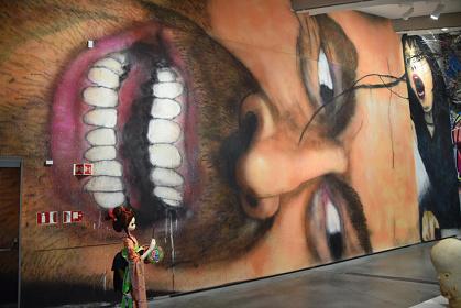 オスロのAstrup Fearnley美術館で開催されたグループ展の様子 2017 Acrylic paint, aerosol on canvas 13,000×6,000mm