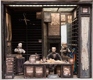 『ストリート・オブ・クロコダイル』よりデコール『仕立屋の店内』 1986年 photo©Robert Barker