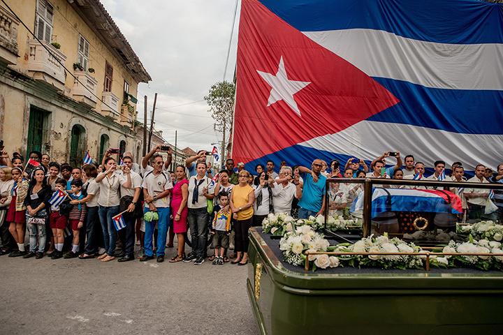 『世界報道写真コンテスト2017』日常生活の部 組写真1位 トマス・ムニタ(チリ、ニューヨークタイムズに提供) 2016年12月1日(サンタクララ、キューバ)