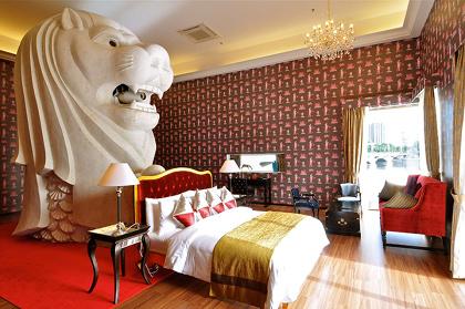 西野達『The Merlion Hotel(Singapore Biennale 2011)』