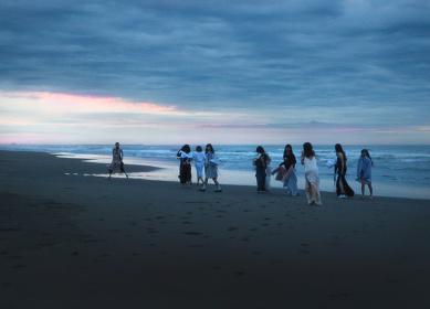 田口まき『Beautiful Escape』イメージビジュアル Photo by Maki Taguchi Clothes by AKIKOAOKI Styling by KEISUKE YOSHIDA