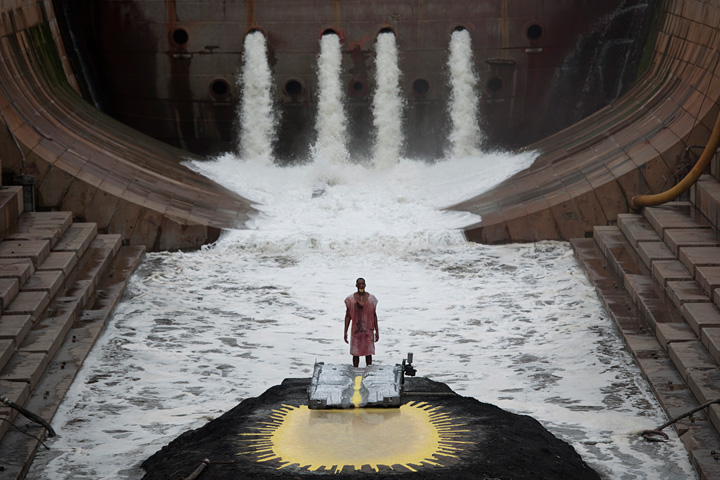 『RIVER OF FUNDAMENT』Matthew Barney and Jonathan Bepler RIVER OF FUNDAMENT: BA, 2014 Production Still Photo: Hugo Glendinning ©Matthew Barney, Courtesy Gladstone Gallery, New York and Brussels.