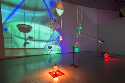 堀尾寛太『電気と光の紐付け』国際芸術センター青森[ACAC] 2014 photo: Kuniya Oyamada