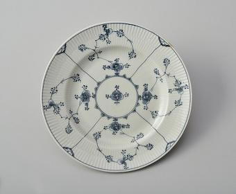 皿 『ブルーフルーテッド』1785年頃制作 ロイヤル コペンハーゲン 塩川コレクション