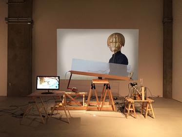 久保ガエタン『僕の体が僕の実験室です。あるいはそれを地球偶然管理局と呼ぶ。』(2017)より展覧会風景 Courtesy of the artist and Kodama Gallery