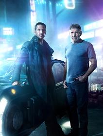 左からK役のライアン・ゴズリング、リック・デッカード役のハリソン・フォード