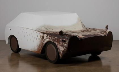青野文昭『10数年前に東根で破棄された車の復元2001,5,15』(2001年)撮影:ARARIO GALLERY
