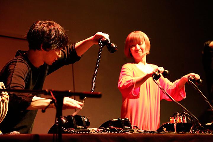 『初合奏遭遇篇』黒電話リズムマシン Photo by Mao Yamamoto
