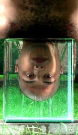 エイヤル・セーガル『TURGOR』2014, HD-Video Performance, 3'09''