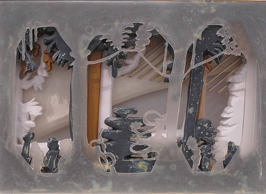 松橋萌『Welt der kleines』2016年 陶器、アクリル樹脂、木材
