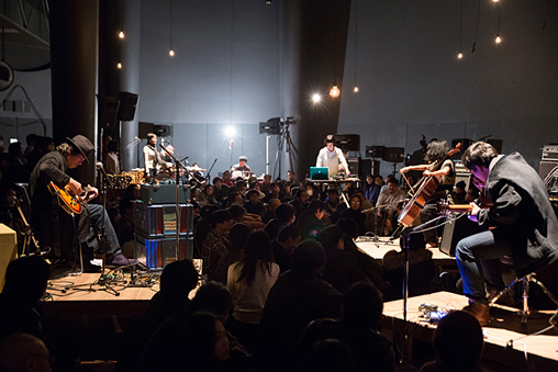 『Asian Meeting Festival 2015』公演風景 ©Kuniya Oyamada / ENSEMBLES ASIA