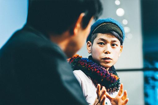 左手前:野田隆司、右奥:タテタカコ