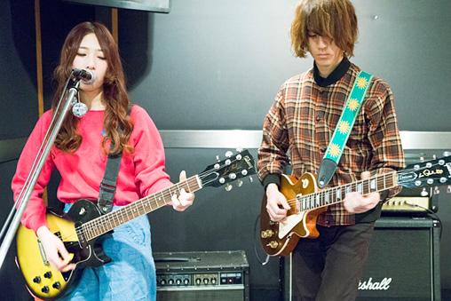 左から:松尾レミ、亀本寛貴
