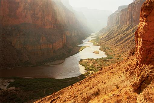 グランドキャニオン The Colorado River carves out the Grand Canyon in Arizona.Courtesy of MacGillivray Freeman Films.Photographer:Barbara MacGillivray©VisitTheUSA.com