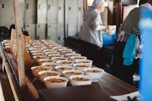 約300人の日雇い労働者に対して、700杯程度の炊き出しがおこなわれた