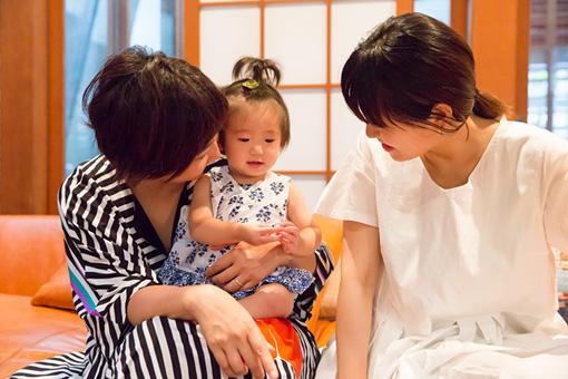 左から:森本千絵さん、もぐらちゃん、坂本美雨