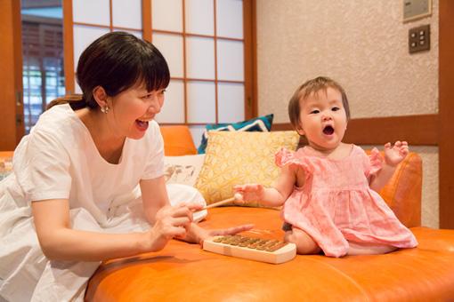 左から:坂本美雨さん、なまこちゃん