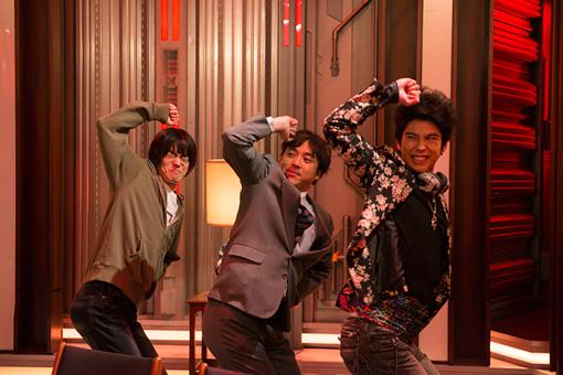 左から:受験生・三島を演じる菅田将暉、サラリーマン・実吉を演じるムロツヨシ、バンドマン・ルキーニを演じる賀来賢人 ©電通