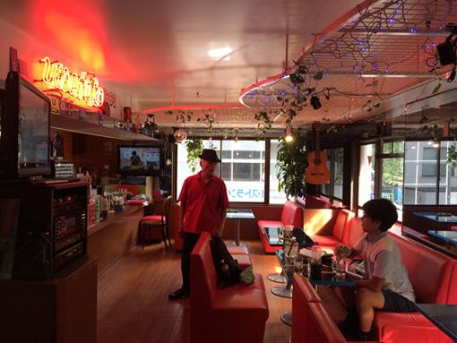 田中の作品の会場となる「喫茶レストラン上床」