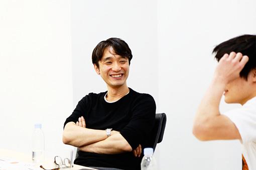 左から:菊地敦己、Aokid