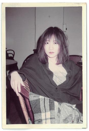 友人宅で撮影された写真。当時20歳