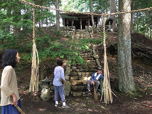 高木が現在住んでいる村の神社(提供:高木正勝)