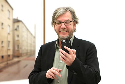 トーマス・ルフ自身が我々取材陣の写真を撮る一幕も