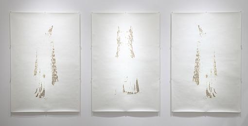 untitled(dress) 3pieces / 2011 / burnt paper / 1650mmx1300mm(each size) ©kosukeichikawa. Photo:木奥恵三