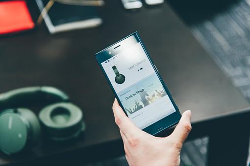 スマートフォンで専用アプリ「Sony | Headphones Connect」を操作することで、エレクトロ・ベース・ブースターの量感を調節したり、「Arena」「Club」「Outdoor Stage」「Concert Hall」といった音場を選ぶことができる