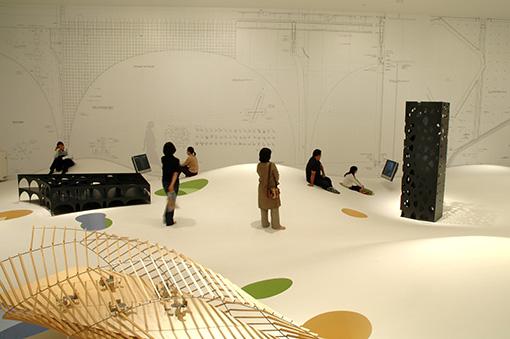 『伊東豊雄 建築|新しいリアル』展の様子