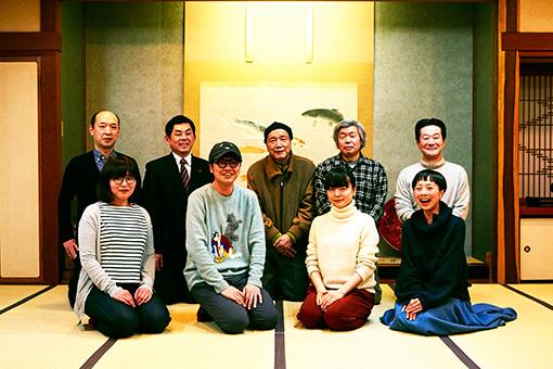 左から時計回りに:小林久作、小杉和也、富樫春男、川上健、高橋信夫、雪浦聖子(sneeuw)、塩川いづみ、とんぼせんせい、はしのちづこ